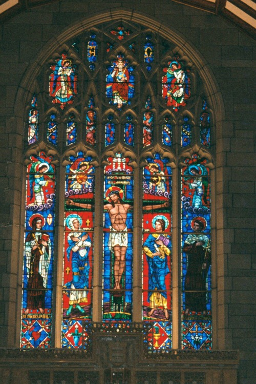 stainedgl-altar