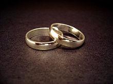 220px-Wedding_rings